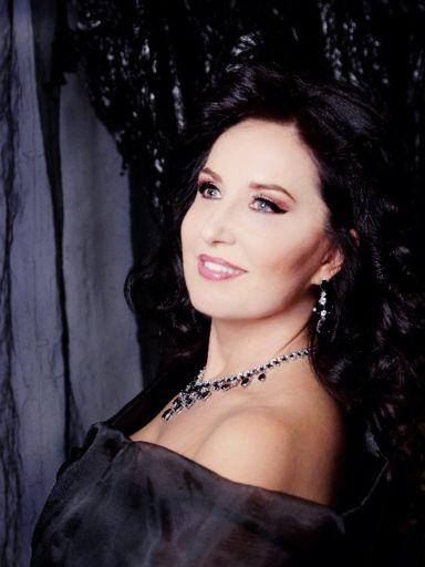 Elena Mosuc: la forza dell' equilibrio