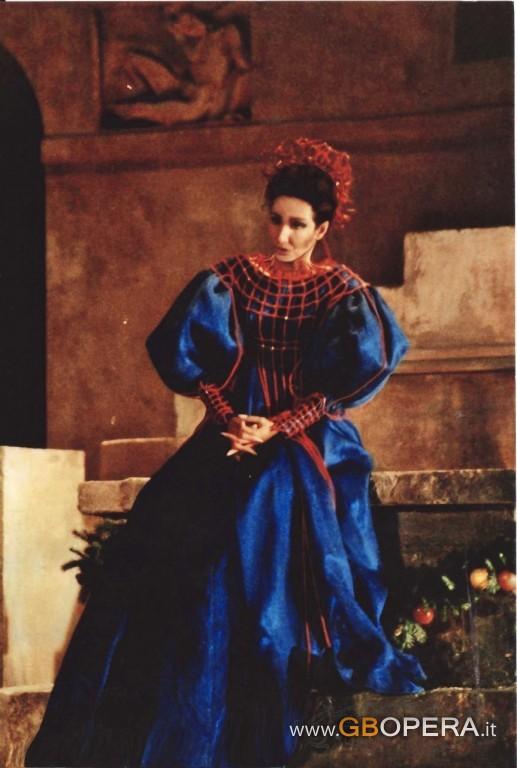 http://www.gbopera.it/wp-content/uploads/2009/11/I-Capuleti-e-i-Montecchi-copia-5-517x768.jpg