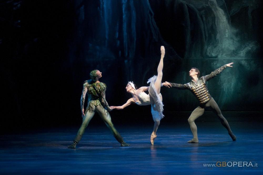 """Santiago, Teatro Municipal:""""Il lago dei cigni"""""""