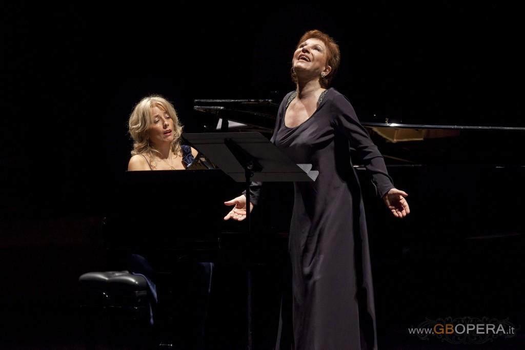 Napoli, Teatro di San Carlo: recital del soprano Mariella Devia