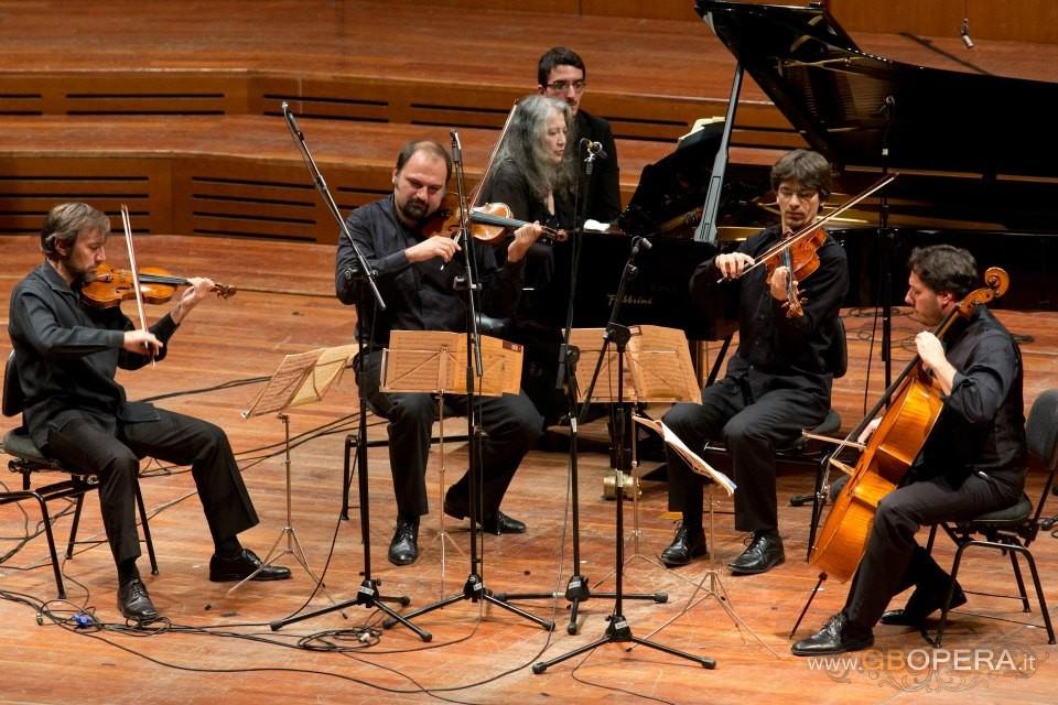 """""""Favolosa"""" Martha.  L'incontro incantato della Argerich con Eduardo Hubert e i Solisti di Santa Cecilia"""
