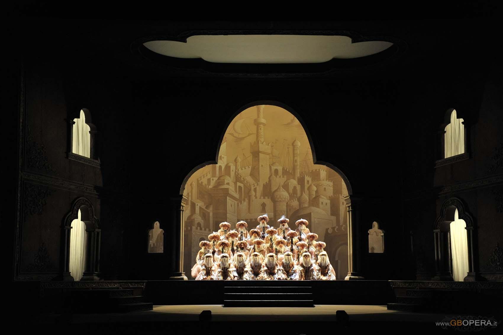 """Bari, Teatro Petruzzelli:""""L'Italiana in Algeri"""""""