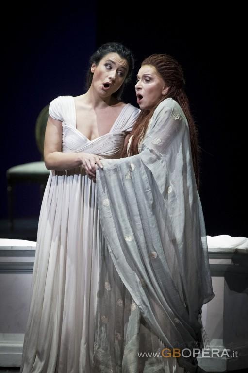 Mareilla Devia  e Carmela Remigio (atto II)