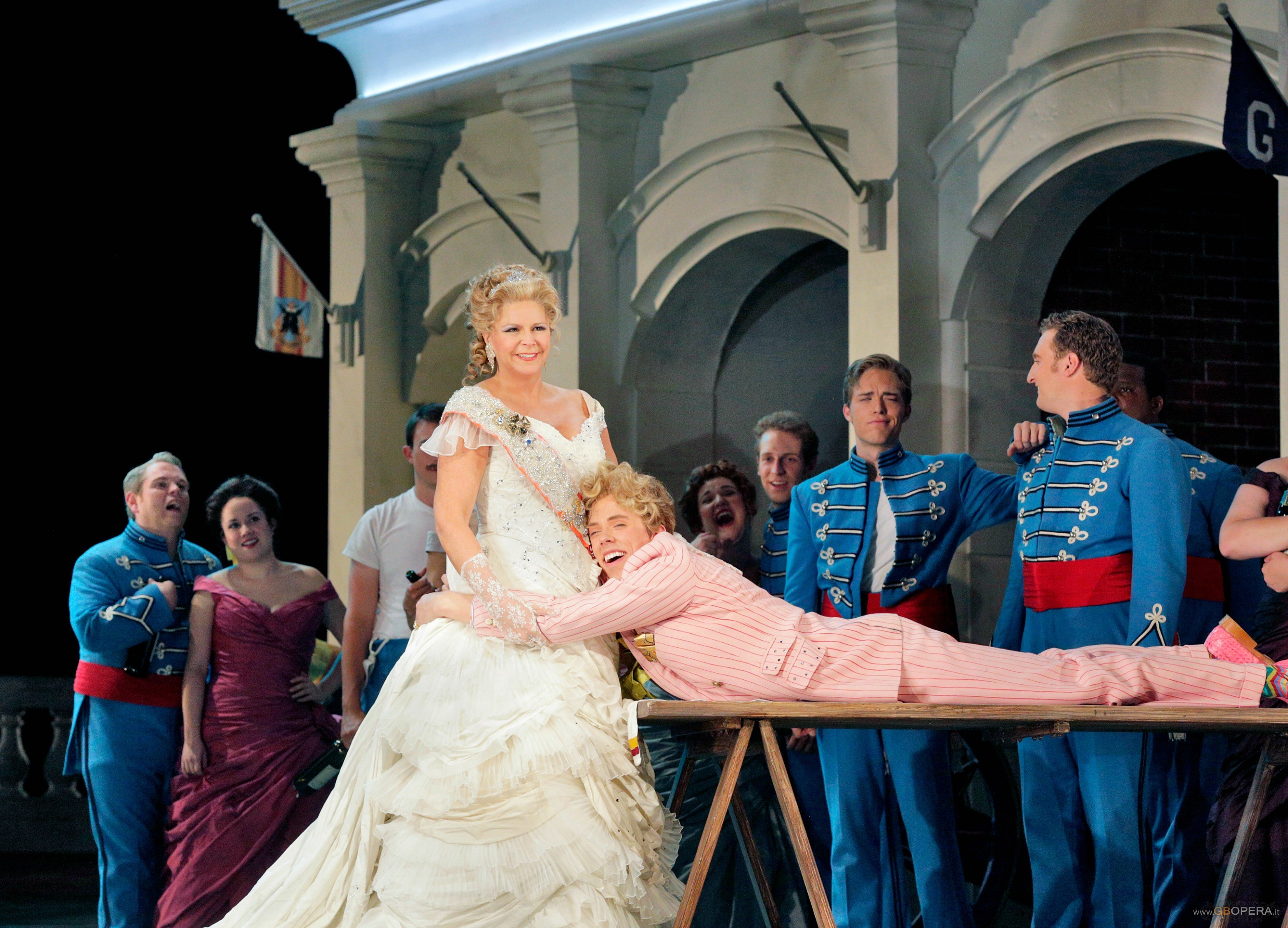 "Santa Fe Opera Festival 2013:""The Grand Duchess of Gerolstein"""
