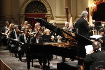 Verona, Teatro Filarmonico: concerto diretto da Rengim Gökmen