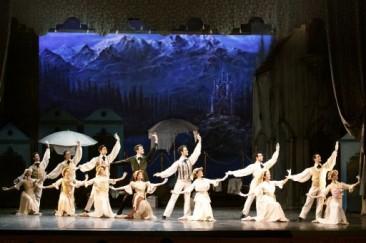"""Il Balletto del Sud nel """"Lago dei cigni"""" a Torino"""