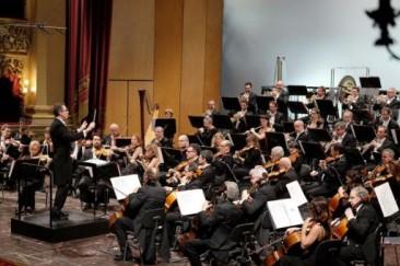 Robert Tuhoy dirige Enrico Dindo al Teatro Filarmonico di Verona