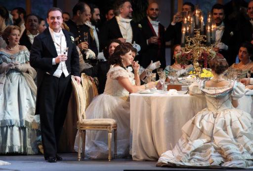 """Anna Netrebko in """"Traviata"""" alla Scala di Milano"""