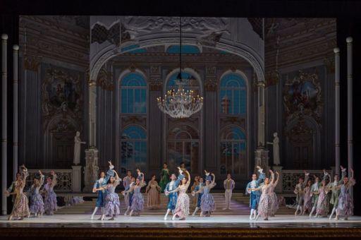 """Al San Carlo di Napoli l'elegante """"Cenerentola"""" di Giuseppe Picone"""