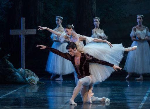 """""""Giselle"""": trionfo del romantico al Teatro dell'Opera di Roma"""