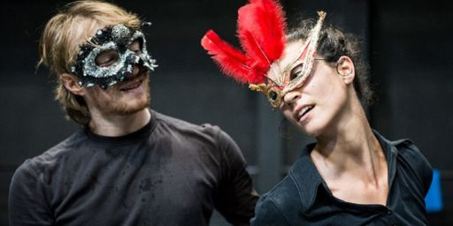 """Ripensare il mito di due innamorati:  """"Romeo e Giulietta 1.1. La sfocatura dei corpi"""" a Bari"""