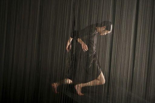 """Parigi, Le Centquatre: """"Plexus"""", il solo di Aurélien Bory per Kaori Ito"""
