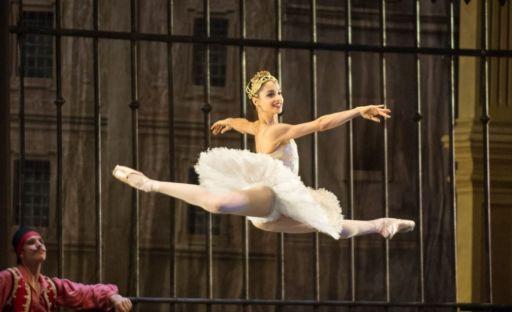 """""""La danza mi ha insegnato a trovare la bellezza"""". Intervista  a Candida Sorrentino"""
